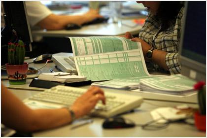 ΝΕΕΣ καταληκτικές ημερομηνίες για τις φορολογικές δηλώσεις 2011
