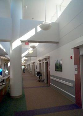 Φυσικός φωτισμός χώρου με ανοίγματα στην οροφή