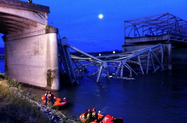 Γέφυρα κατέρρευσε στην Ουάσινγκτον