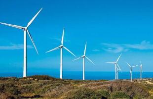 Ενεργοποιούνται επενδύσεις 11 δισ. σε έργα ΑΠΕ την επόμενη τριετία